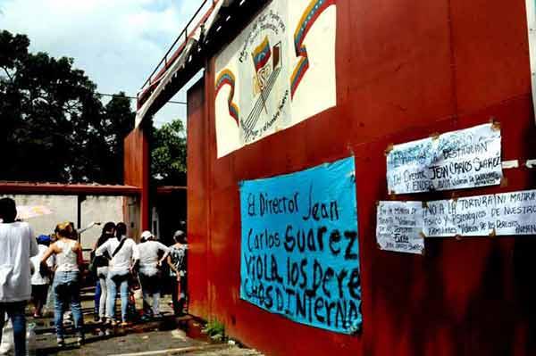 Reos protestan por trato inhumano | Foto: Ángel Chacón (El Carabobeño)
