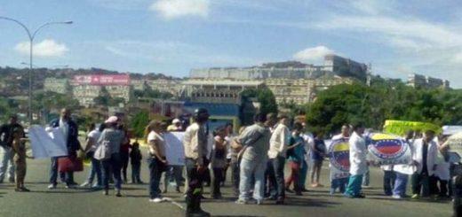 Protesta en el Hospital periférico de Catia | Foto: joseolivaresm