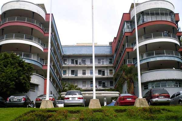 El Hospital Clínico Universitario de Caracas cumplió este jueves 3 días sin suministro eléctrico ni de agua. | Foto: Archivo
