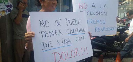 Protestan este jueves frente a la Farmacia de Alto Costo del Instituto Venezolano de los Seguros Sociales Foto: Twitter