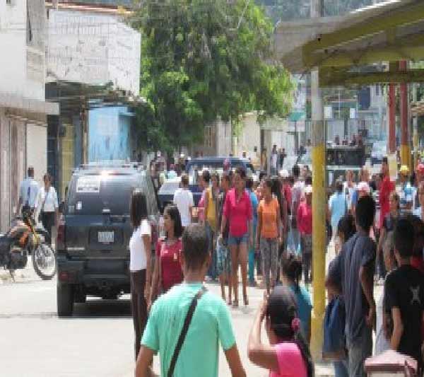 imagen: Saqueo en Puerto La Cruz
