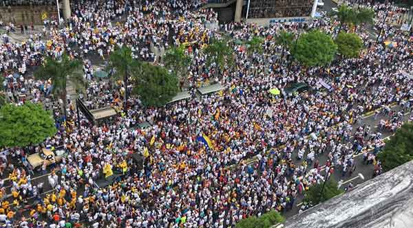 Toma de Caracas   Foto: @purposemine