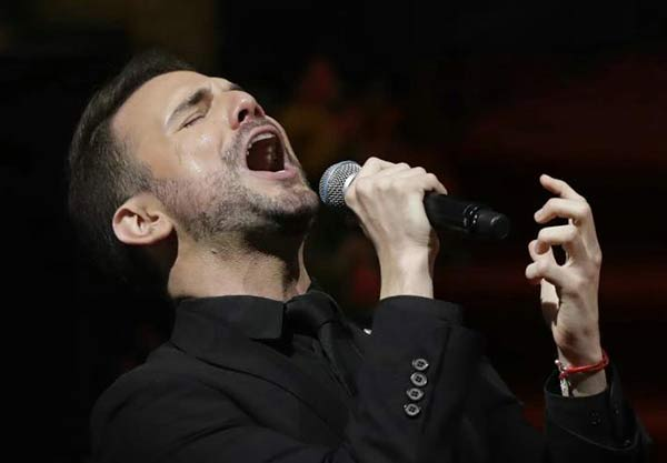 Jas Devael, ex pareja de Juan Gabriel recuerda al fallcido cantante, cantando  Foto Instagram