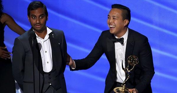 Aziz Ansari y Alan Young | Foto: Reuters