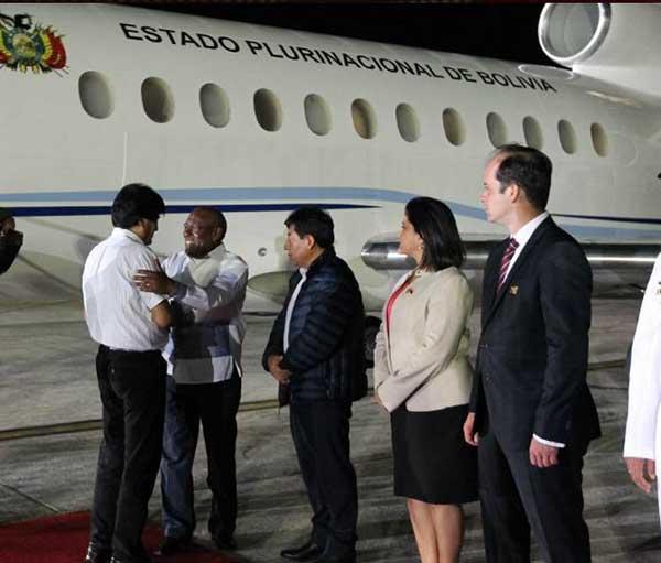 Evo Morales llega a Venezuela para la Cumbre Mnoal | Foto: @VTVCanal8