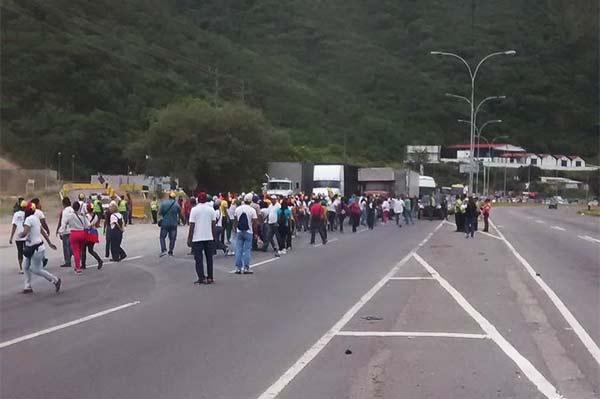 Autopista Guarenas-Caracas | Foto: Twitter