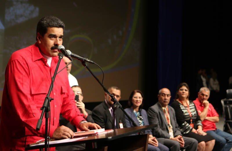 Nicolás Maduro se exalta al enterarse que trabajadores del Metro de Caracas no cuentan con comedor Foto: @PresidencialVen