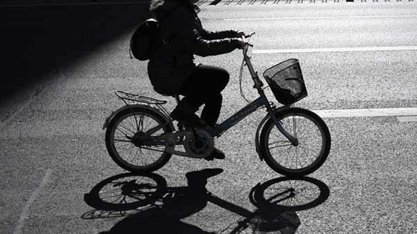 Adolescente viaja hasta Polonia en bicicleta para ver a su abuela | Foto referencial