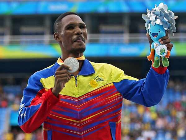 Luis Paiva, medallista paralímpico Río 2016 | Foto: @MervinMaldonado