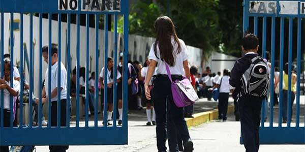 Comunicado del Ministerio de Educación que prohíbe suspensión de clases en instituciones públicas y privadas | Referencial