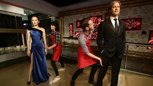 Muñecos de cera de Brad Pitt y Angelina Jolie son separadas en el Museo de cera de Londres   GTRES