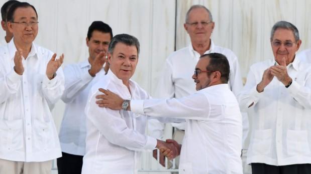 Juan Manuel Santos y Timochenko apoyan Ley de Amnistía|Foto: Agencia