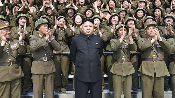 Presidente de Corea del Norte junto su ejercito |Foto: