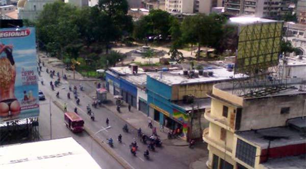 Motorizados en Maracay   Foto vía Twitter