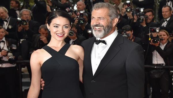 Mel Gibson y su actual pareja, Rosalind Ross Foto: Getty Images