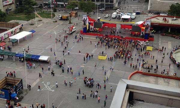 Concentración oficialista en la Plaza Diego Ibarra | Foto vía Twitter