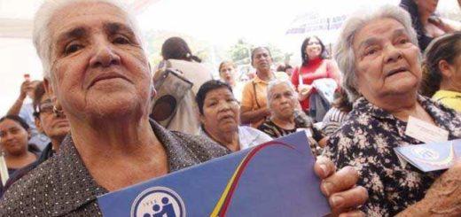 Pensionados y jubilados exigen pago del bono de alimentación y medicinas |Foto referencia