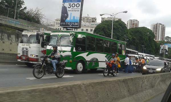 Paro de transportistas en Caracas |Foto: @jr_jaspe