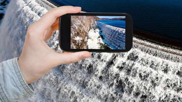 Descargar datos en tu celular inteligente requiere un gran gasto de agua | THINKSTOCK
