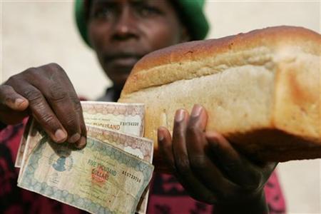 Inflación: El pan cuesta Z$45,000 ($ 0.45) (febrero 2016) Foto: REUTERS / Howard Burditt