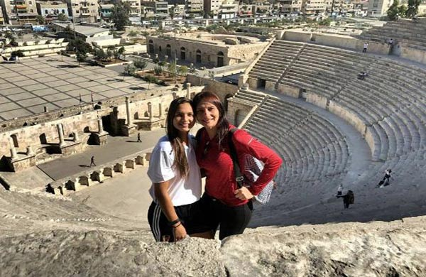 La madre de Deyna Castellanos levanta piropos en las redes sociales  Foto: Instagram