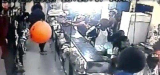 Cámara de seguridad captura el momento de un asalto en Aragua |Captura de video