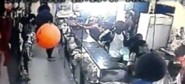 Cámara de seguridad captura el momento de un asalto en Aragua  Captura de video