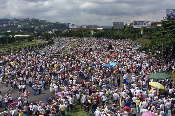 Avenida Francisco Fajardo empieza a llenarse |Foto: Sumarium