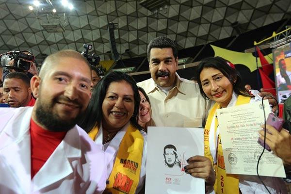 Maduro gradúa a 5.016 ciudadanos como médicos especialistas en Medicina General Integral Comunitaria |Foto: Prensa Presidencial
