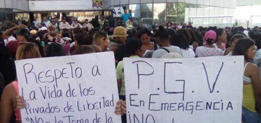 Familiares de presos de la PGV entregaron documento a la AN. | Foto: @unidadvenezuela
