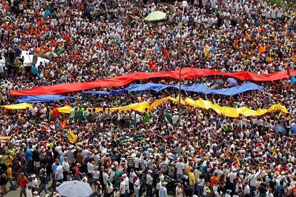 #TomaDeVenezuela en fotos|Reuters