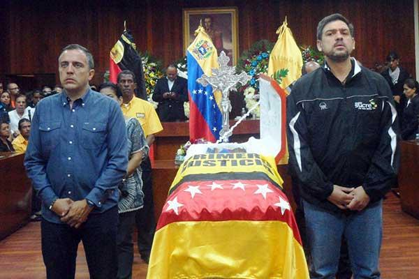 Alcalde Oscariz rinde homenaje a Aguiar   Foto: Luis Eduardo Manzano