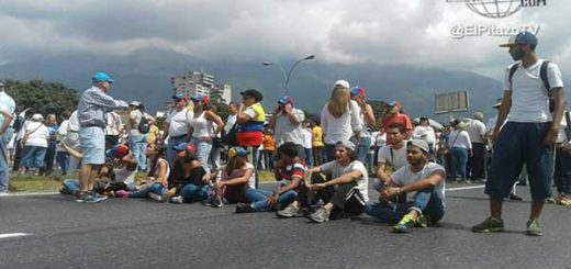 Manifestantes empiezan a llegar a la Av. Francisco Fajardo |Foto: El Pitazo