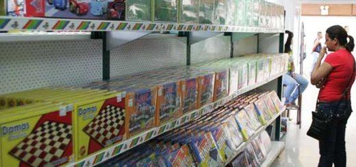 Crisis económica afecta compra de juguetes para Navidad   Foto referencial
