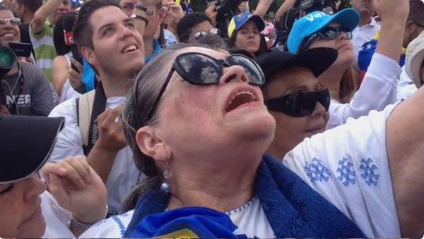 Soledad Bravo en la marcha con las resteadas   Foto: Captura de video