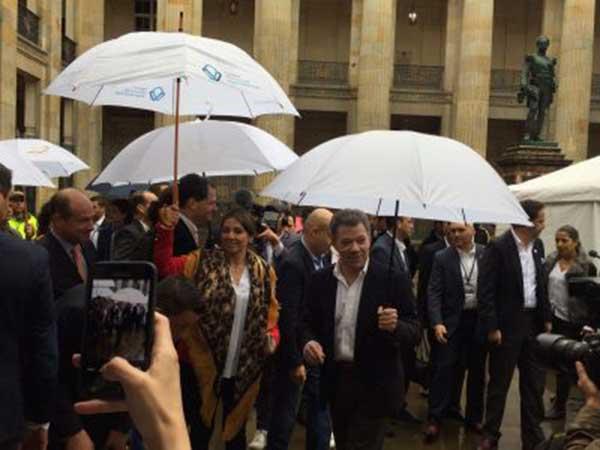 Juan Manuel Santos llegando al centro de votación | Foto cortesía
