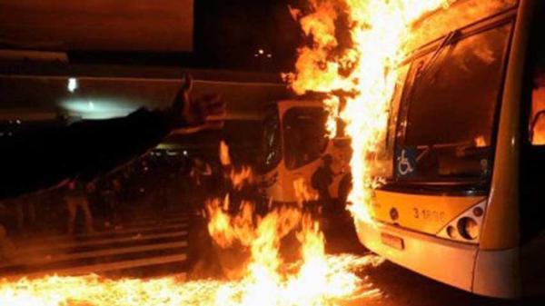 Queman autobuses y centros de votación antes de elecciones municipales en Brasil | Foto: Agencias