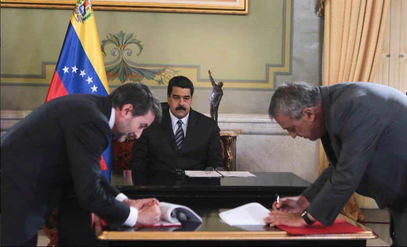Firma de acuerdos   Foto: Prensa Presidencial