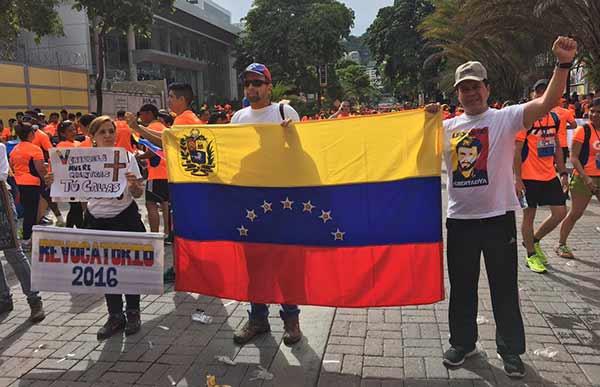 Ciudadanos exigieron Revocatorio en plena carrera Caracas Rock | Foto: @liderhumano