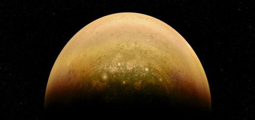 En la mitad de Júpiter iluminada por el Sol se percibe su atmósfera revuelta.NASA/JPL-Caltech/SwRI/MSSS/Alex Mai
