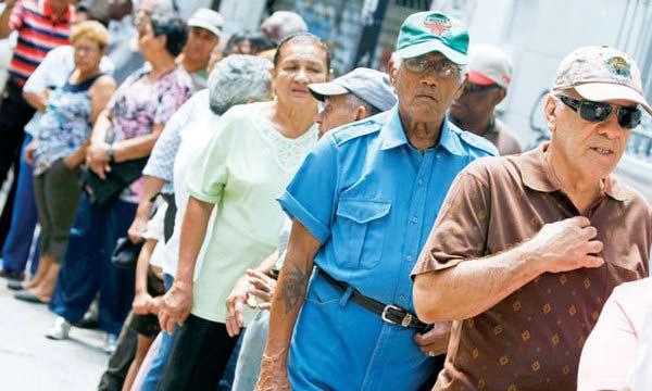 Maduro prometió pago de aguinaldos para pensionados este 15 de noviembre, vea cuánto será | Foto: Archivo