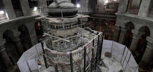 Trabajos de restauración de la tumba | Foto: Gali Tibbon / AFP