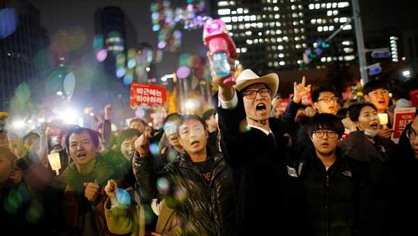 Surcoreanos exigen la renuncia de la presidenta Park Geun-hye | Foto: Reuters / Kim Hong-Ji