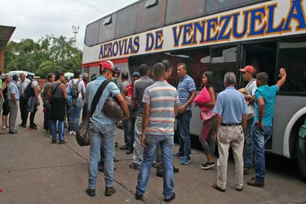 Pasajeros de un autobús que se dirigía a Colombia fue asaltado  Foto: El Carabobeño