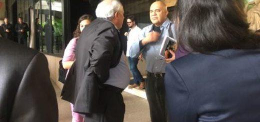 Chúo Torrealba llega al Hotel el Meliá para segunda sesión de diálogo con el Gobierno|Foto: Amanda Sánchez