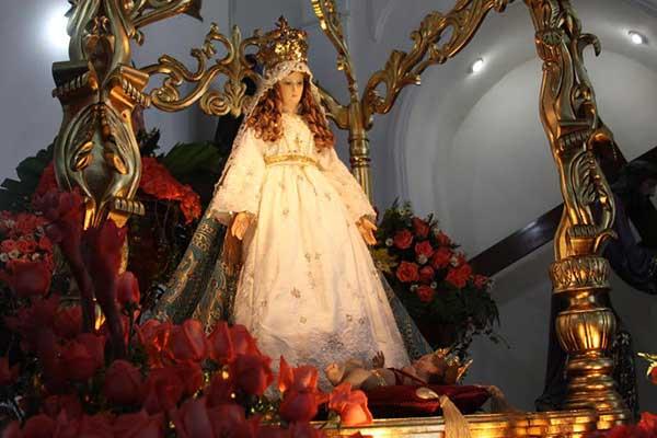 Virgen de Altagracia con su corona | Foto: Archivo
