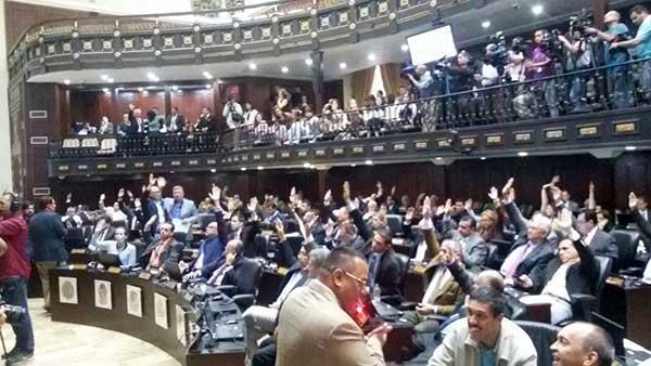 AN aprueba acuerdo en rechazo al tráfico de influencias en materia de narcotráfico por parte de altos funcionarios del Gobierno. | Foto: @AsambleaVE