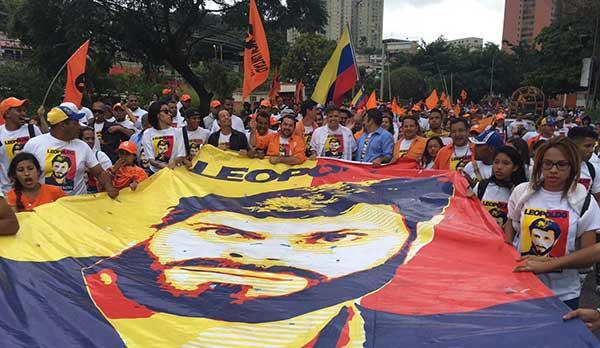 Exigen la liberación del líder opositor Leopoldo López frente a la cárcel de Ramo Verde   Foto: Twitter