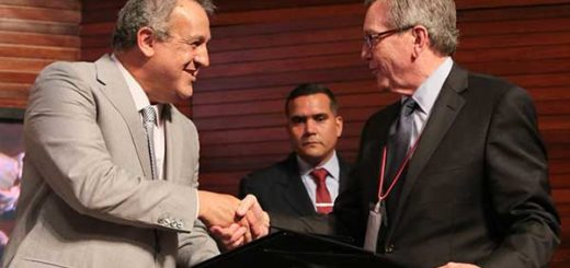 Eulogio del Pino, presidente de Pdvsa y Rockne Timm, presidente ejecutivo de Gold Reserve   Foto: AVN