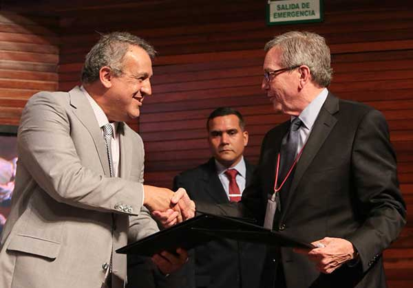 Eulogio del Pino, presidente de Pdvsa y Rockne Timm, presidente ejecutivo de Gold Reserve | Foto: AVN